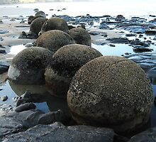 Giants marbles New Zealand by john  Lenagan