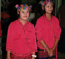 Shan girl dancers by fabianfred