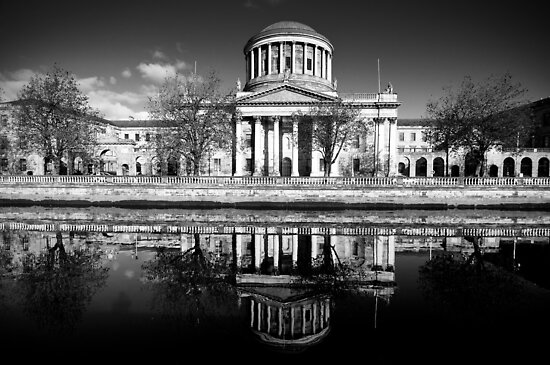 Dublin's Four Courts in black and white by Presence