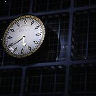 Clock in Euston Station by keighley