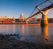 UK, London, St. Paul's Cathedral and Millennium Bridge over River Thames   Alan Copson © 2010 (20046-15) by Alan Copson