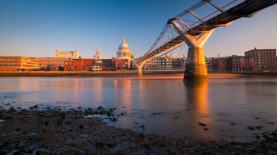 UK, London, St. Paul's Cathedral and Millennium Bridge over River Thames   Alan Copson © 2010 (20046-15) by Alan Copson
