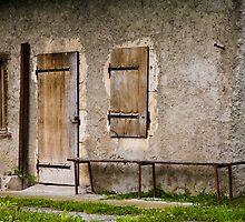 Farmhouse entry by Alex Howen