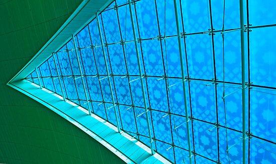 Do the Splitz - Dubai International Airport terminal by Bryan Freeman
