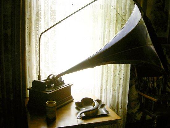 Phonograph by Hunniebee