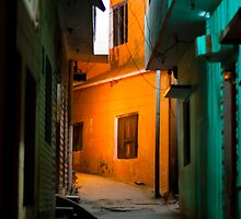 Haridwar:An empty street by Dinni H