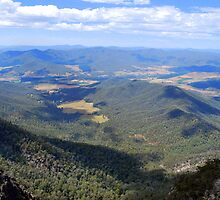 Power's Lookout, King Valley by Lozzar Landscape