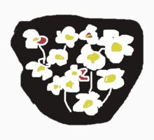 Black and white flowers T SHIRT by Shoshonan