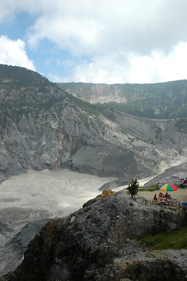 tangkuban perahu crater by bayu harsa