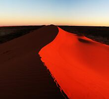 Big Red Simpson Desert. by goenin