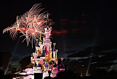 Disneyland Paris  by cvrestan