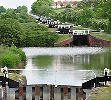 Caen Hill 16 Locks -  UP  by Michael Tapping