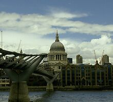 London Millennium Bridge by dimitris