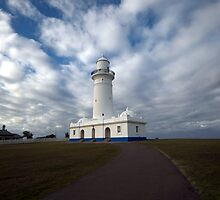 Guide Light - Watsons Bay, Australia by Alfredo Estrella
