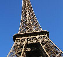 Le ciel bleu sur la Tour Eiffel by kplata