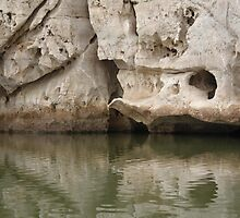 Another view of the amazing overhang in Geike Gorge by georgieboy98