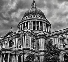 St Paul's Cathedral B&W by Robyn Maynard