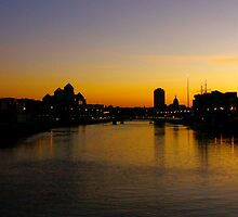 Golden night in Dublin  by ORyan