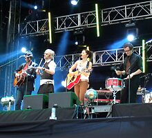 KT Tunstall Live with band by Dominic  Fiest