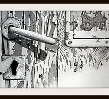 Handle and keyhole by Michele Filoscia