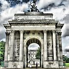 Wellington Arch ~ London by Robyn Maynard
