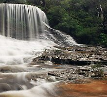 Weeping Rock - Wentworth Falls, New South Wales by Jojie Certeza