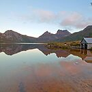 Cradle Mountain/ Dove Lake by tinnieopener