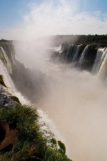 Iguazu Falls - Devil's Gorge Area by Gabriel Skoropada