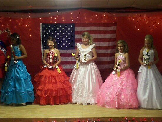 Pike Co Beauty Pageant 10-12yro winners by Dan McKenzie