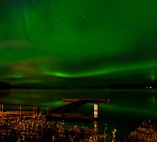 Northern Lights at the Lake  by peaceofthenorth