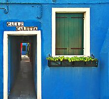 Burano - calle caletta by Luisa Fumi