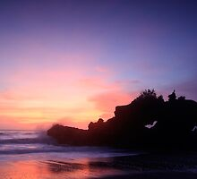 Dusk at Yeh Gangga Beach by I Nengah  Januartha