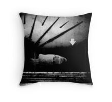 la lune / un poisson Throw Pillow