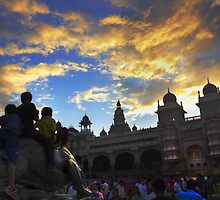 Kids see  Mysore palace by Dinni H
