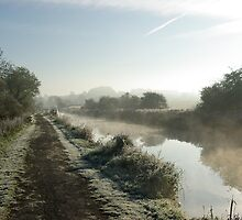 A cold canal morning. Devizes, England. by Kirsty  Holton
