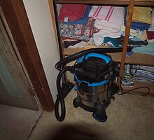 Test for my new camera part 2 - R2D2 the vacuum cleaner! by Joe Hupp