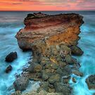 Sorrento Rocks by Richard  Cubitt