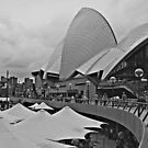 Sydney Opera House by johnnabrynn