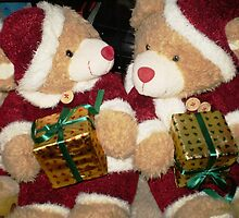 Mr & Mrs. Santa Bear - ready for Christmas by EdsMum