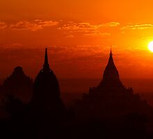 Bagan Sunrise by Thaw Zin