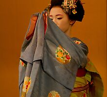Maiko dance 1 by Sam Ryan