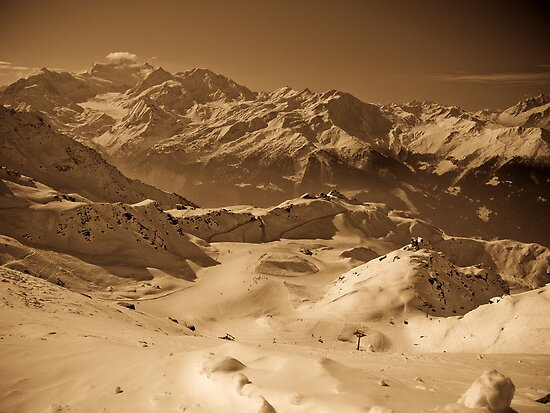 Verbier: Golden Moments of a Ski Adventure by Ryan Davison Crisp