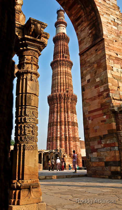 Qutub Minar by Roddy Atkinson