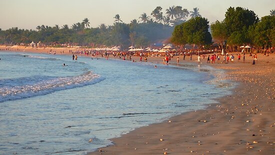 Busy Balinese beach by supergold