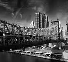 Manhattan from Roosevelt Island Tramway by Yannick Verkindere