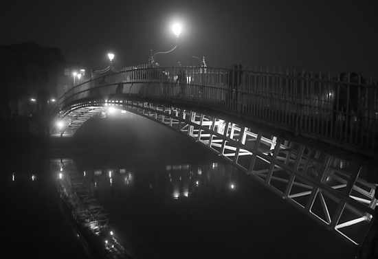 Ha'penny bridge on a foggy night by Alena K.