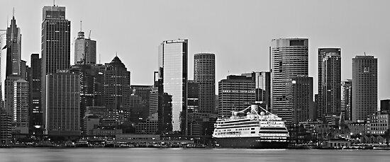 Circular Quay  - Vista by Mark  Lucey