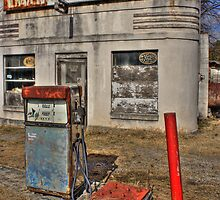 Old Filling Station by bbug