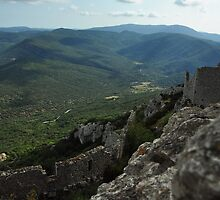 Up There - Château de Peyrepertuse by stbaal
