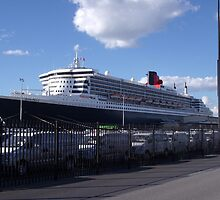 Queen Mary 2 by Margaret Pritchard